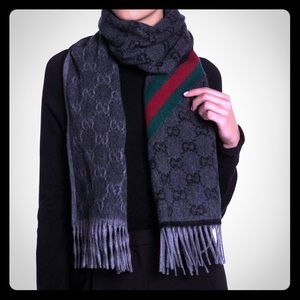 Beautiful Gucci wool/angora scarf 🤍❤️💚